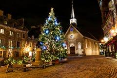 Petit Champlain à la vieille ville inférieure la nuit sur l'événement de Noël photos libres de droits