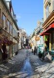 Petit Champlain gata, i gamla Quebec City Arkivfoto