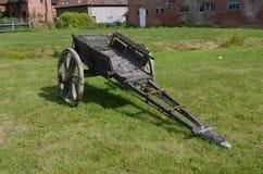 Petit chariot en bois Photographie stock libre de droits