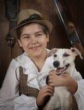 Petit chasseur avec un chien Images stock