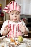 Petit chef dans la cuisine Images stock