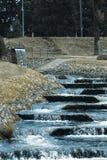 Petit courant de cascade photographie stock libre de droits