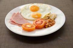 Petit déjeuner américain avec l'oeuf au plat Images libres de droits