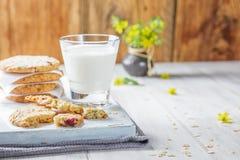 Petit déjeuner avec du lait Photos stock