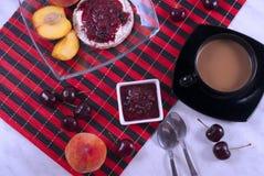 Petit déjeuner avec la fin de fruit  Images stock