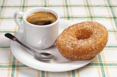 Petit déjeuner avec le beignet et le café Photographie stock