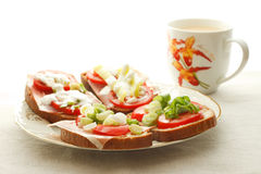 Petit déjeuner avec le thé Image stock