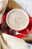 Petit déjeuner dans le lit Cappuccino et chocolat Photographie stock
