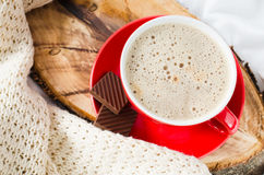 Petit déjeuner dans le lit Cappuccino et chocolat Image stock