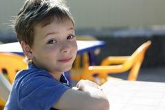 Petit déjeuner de attente d'enfant Photographie stock libre de droits