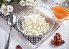 Petit déjeuner du fromage blanc, de la poire et de la confiture photo stock