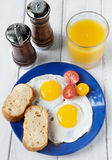 Petit déjeuner frais avec des oeufs Photo libre de droits