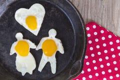 Petit déjeuner Fried Eggs de jour de valentines Photos stock
