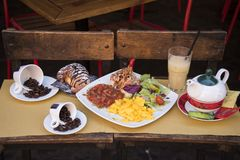 Petit déjeuner italien très cohérent photos stock