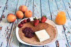 Petit déjeuner naturel, sain et exquis Photo libre de droits