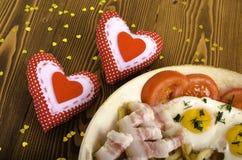 Petit déjeuner pour deux la Saint-Valentin Poêle avec un repas et Photos libres de droits