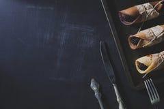Petit déjeuner rustique avec des crêpes et des mûres de chocolat Photo libre de droits
