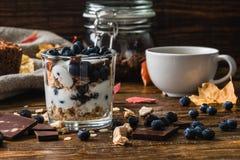 Petit déjeuner sain avec des ingrédients Images stock