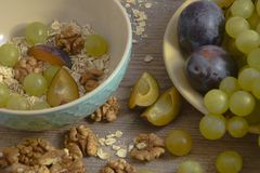 Petit déjeuner sain de fruit - éclairage uniforme image stock