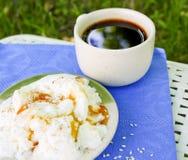 Petit déjeuner sain, savoureux et doux en nature Photos libres de droits