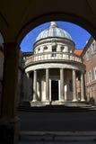 Petit dôme d'église, Rome, Italie Photographie stock
