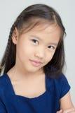 Petit enfant asiatique dans la robe traditionnelle thaïlandaise photographie stock