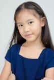 Petit enfant asiatique dans la robe traditionnelle thaïlandaise images stock