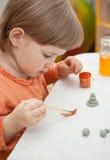 Petit enfant jouant avec des jouets Photographie stock
