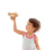 Petit enfant mignon jouant avec un avion de jouet D'isolement sur le blanc Images stock