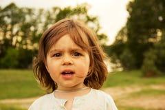 Petit enfant mignon regardant avec l'intérêt Image libre de droits