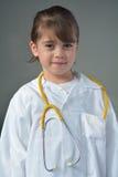 Petit enfant qui veut être un médecin photographie stock libre de droits