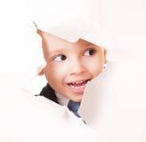 Petit espion de sourire curieux Photographie stock
