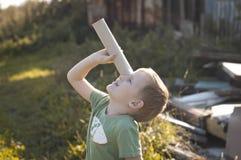 Petit explorateur curieux Photographie stock libre de droits
