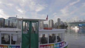 Petit ferry d'aqua environ à partir - placez AVANT JÉSUS CHRIST le fond clips vidéos