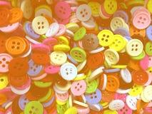 Petit fond de couture désordonné coloré de boutons avec la lumière foncée image libre de droits