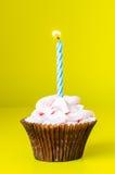 Petit gâteau avec la bougie Photos libres de droits