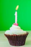 Petit gâteau avec la bougie Photographie stock libre de droits