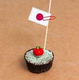 Petit gâteau avec le drapeau du Japon Photographie stock libre de droits