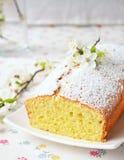 Petit gâteau avec le fromage blanc Images libres de droits