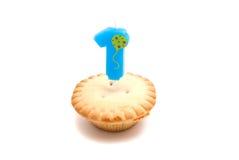 Petit gâteau avec un ans de bougie d'anniversaire Image libre de droits