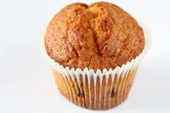 Petit gâteau avec une groseille Photo libre de droits