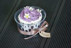Petit gâteau coloré Photos stock