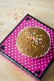 Petit gâteau coloré de banane Photographie stock libre de droits