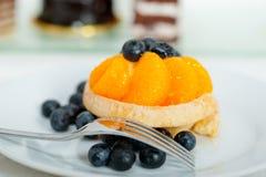 Petit gâteau crème de myrtille Photographie stock libre de droits