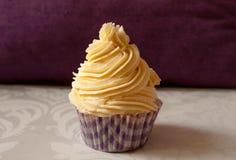Petit gâteau crème de vanille Image libre de droits