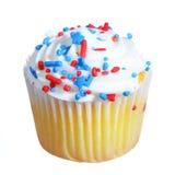 petit gâteau décoré en rouge, blanc patriotiques et le bleu, d'isolement Photographie stock libre de droits