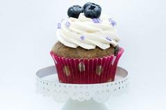 Petit gâteau décoré - vue de face photographie stock