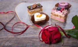 Petit gâteau délicieux pour le plan rapproché de Valentine Day Image stock