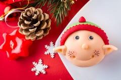Petit gâteau d'aide de Santa Photos libres de droits