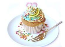 Petit gâteau d'arc-en-ciel de coeur d'amour Images stock